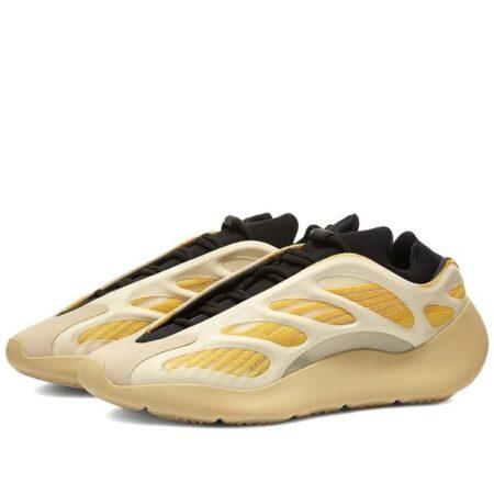 Adidas Yeezy Boost 700 V3 белые с бежевым светящиеся мужские (40-44)